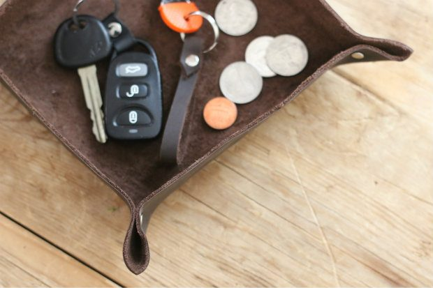 diy_leather_tray_ehow