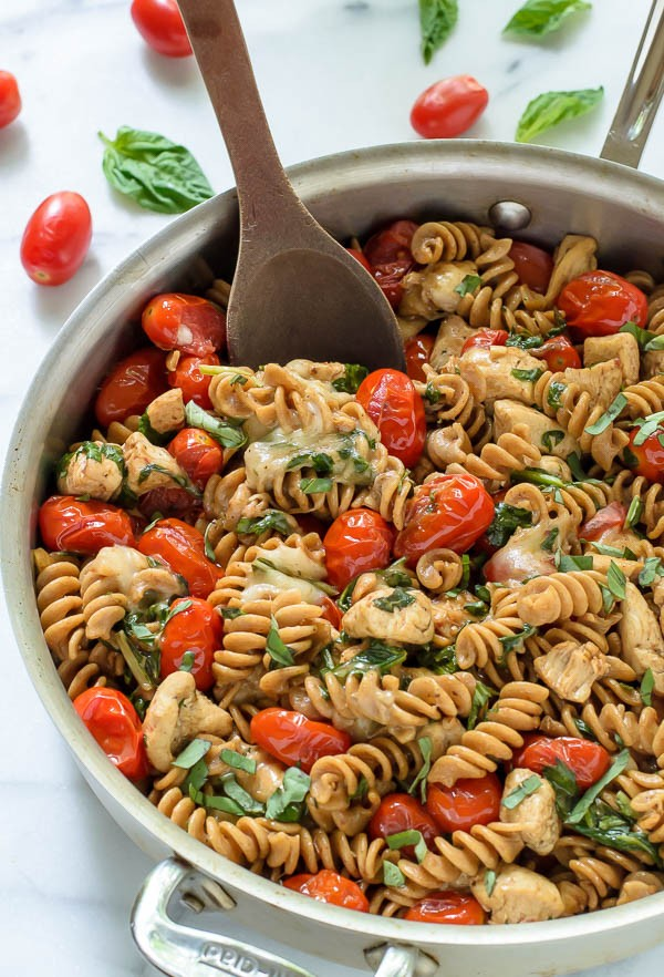 Caprese-Chicken-Pasta.-An-easy-chicken-mozarella-pasta-with-tomatoes ...