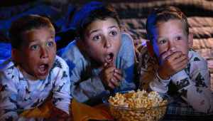 kids-watching-movie1
